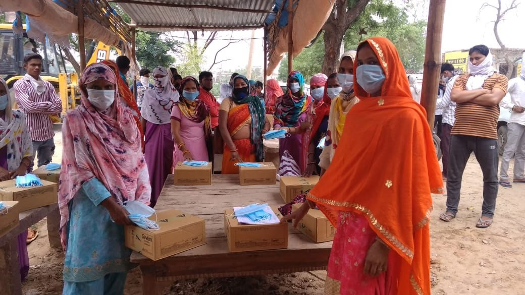 900 Front Line Health Workers get Masks and soaps for 150 villages